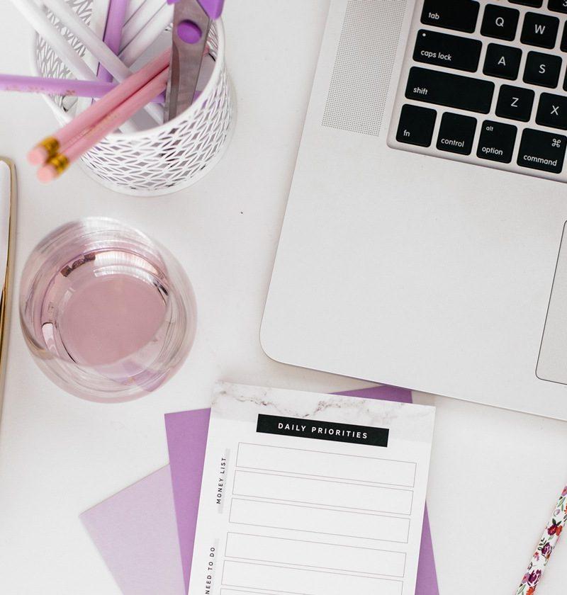 dorm-desk-essentials-laptop