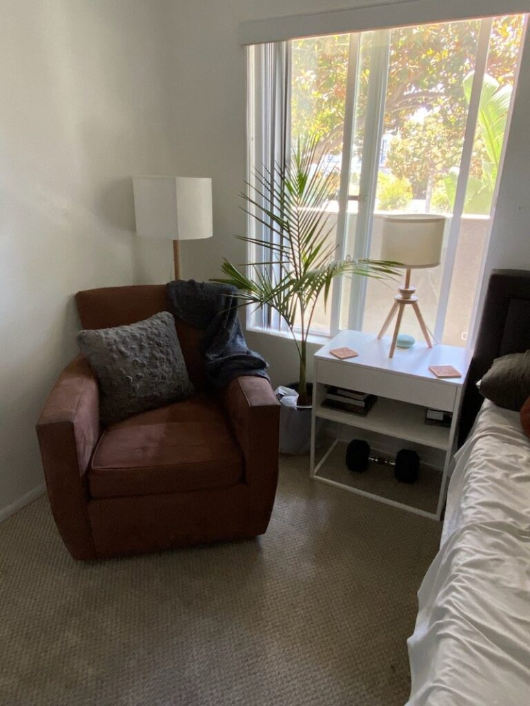 bachelor-pad-bedroom