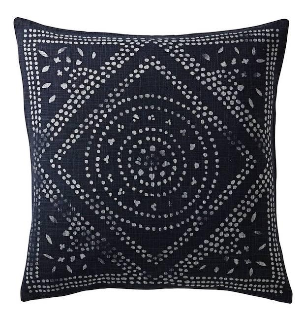 living-room-ideas-navy-pillow-1