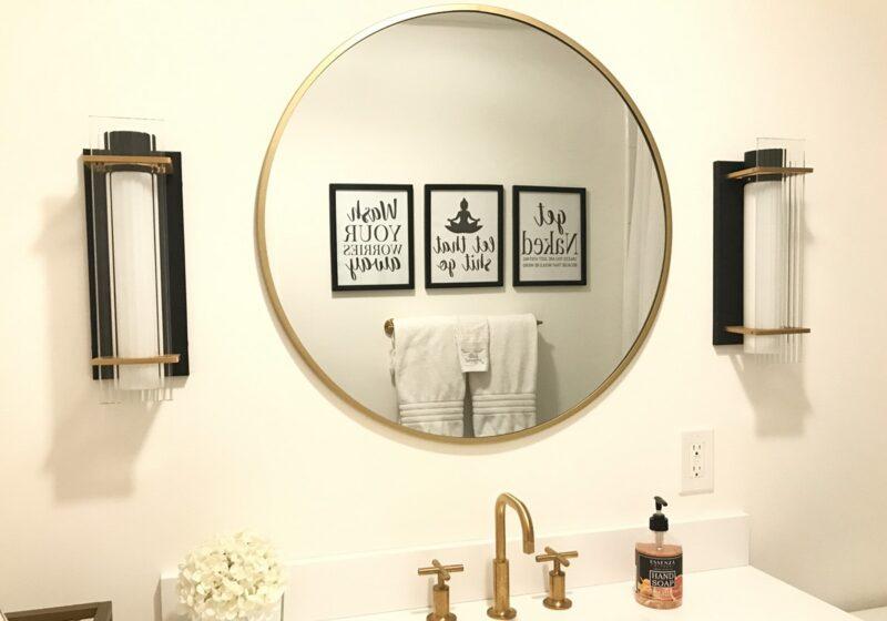 black-and-white-bathroom-artwork