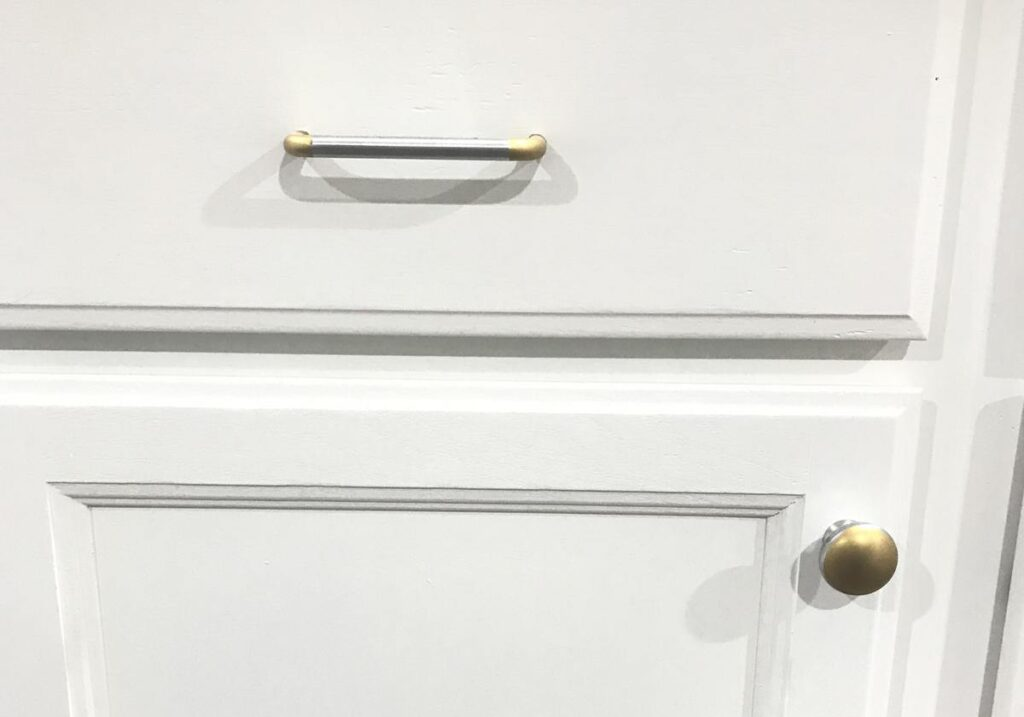 two-tone-cabinet-pulls