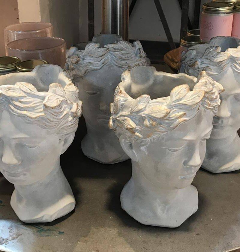 hand-vase